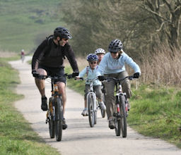 Family cycling tour
